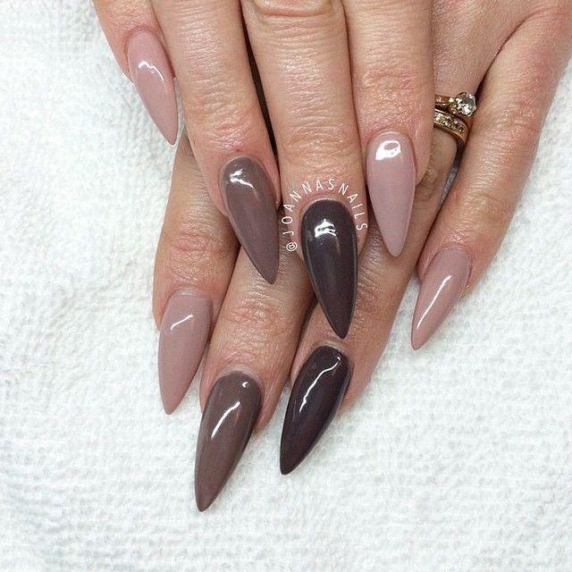 Stiletto nails nude/brown