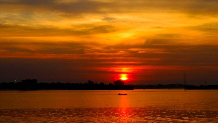 Sun,Sea and Silky Sky