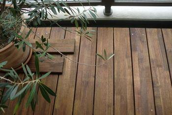 お好みの木材やタイル、大きさが合えばすのこを敷いても。床面を変えればかなり雰囲気も変わります。