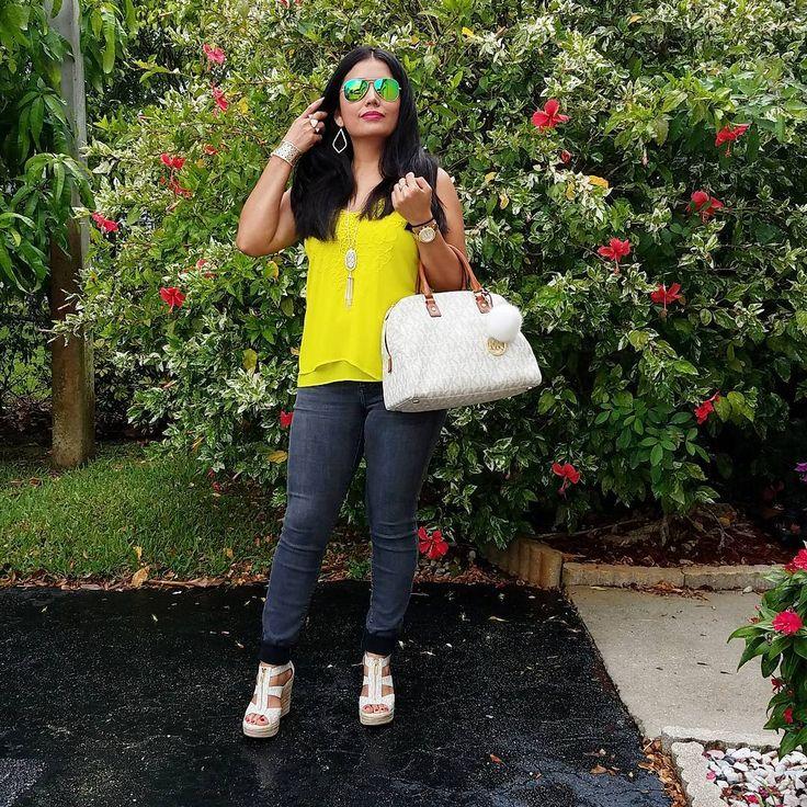 Y esas fotos sorpresa se convierten en las que mas me gustan porque mis fotografos �� mi hijo,mi esposo y mi mamá no me dejan posar siguen y siguen �� y al final reviso mi cell y las adoro esto fue después de la gran lluvia de este medió dia ���� y esto es Florida llueve,sale el sol y hace calor todo el mio dia por eso mis lentes jamas los dejo ������ #justme #ootd #lotd #LoreStyle #mystyle #fashionlady #fashionstyle #photooftheday #manuelitomifotografo #summerstyle #accessoriesoftheday…