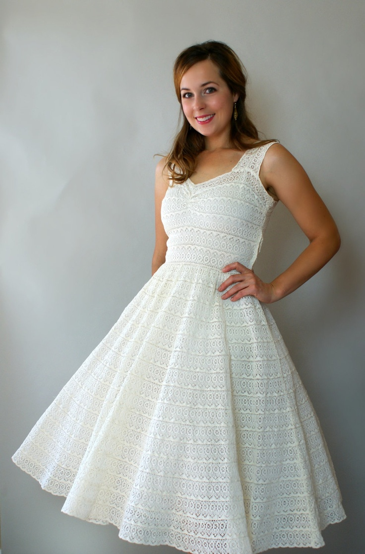 Vintage 1950s wedding dress ivory tiered crochet lace for Ivory lace tea length wedding dress