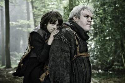Juego de Tronos: El Norte no olvida: Episodio 1, temporada 2.-  Mientras Robb Stark y su ejército norteño se preparan para la guerra contra los Lannister, Tyrion llega a Desembarco del Rey para aconsejar e intentar controlar al joven rey Joffrey.