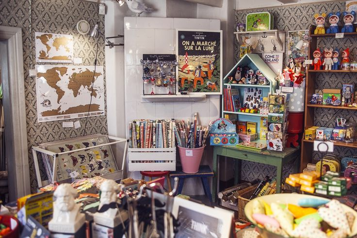 Tallipiha Shoppaile, herkuttele ja rakastu tunnelmaan! Tallipihan miljöössä on kiireetöntä tunnelmaa ja historian lehtien havinaa kauniine rakennuksineen ja ihastuttavine puoteineen. Toistakymmentä yrittäjää tarjoaa upeita paikallisia käsin tehtyjä tuotteita sekä tarkoin valittuja ihanuuksia meiltä ja maailmalta. Tarjouksia voit seurata Tallipihan Facebook-sivuilta tai Instagramista. #rakastampere #tampere #tallipiha