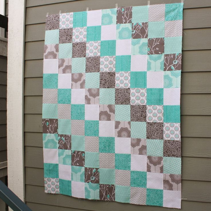 """""""Scrappy Trip Around the World"""" is a quilt pattern that, as far as I can tell, originates here . It uses a very unique piecing method in..."""