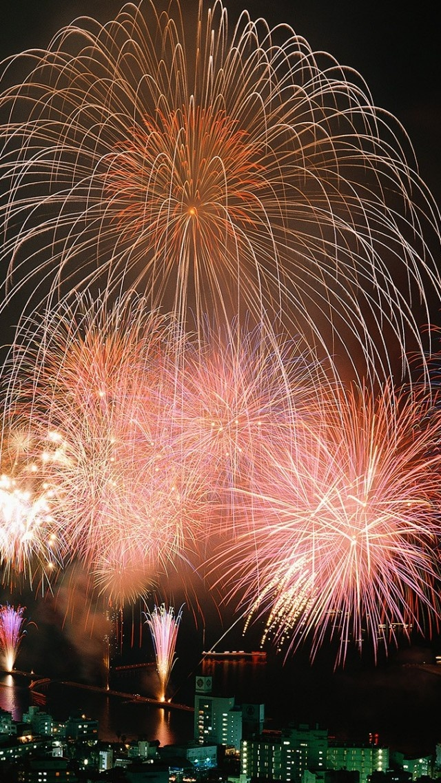 Beautiful Fireworks - download the HD version at iphone5wallpapershub.com