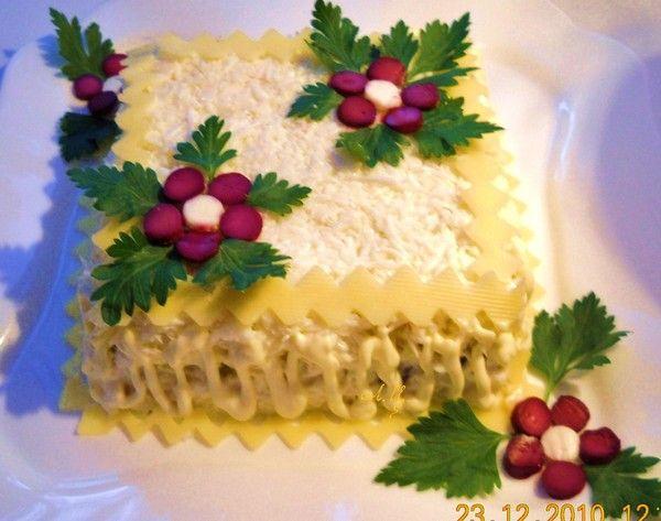 """Новогодние салаты  Салат """"Белый танец""""        Салат выкладываем слоями…"""