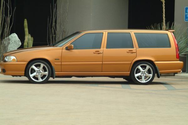 Volvo V70R AWD.  Saffron