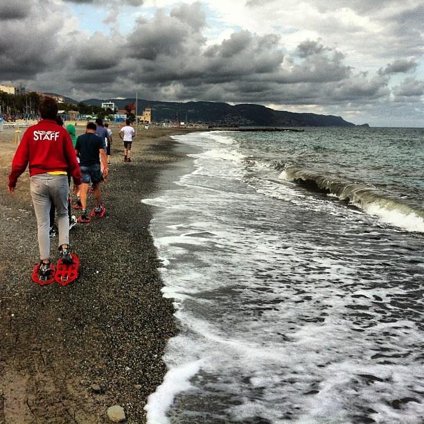 Ciaspolata sulla spiaggia #trentinriviera #bagnivirginia #loano http://virignia.playbeach.tv
