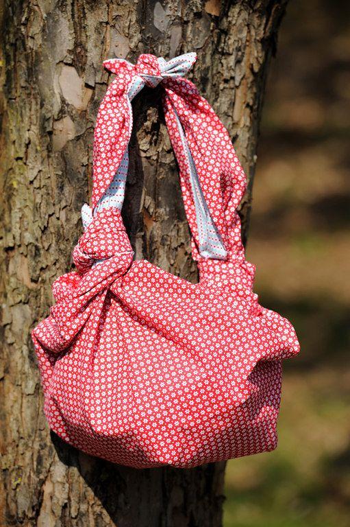 Connaissez-vous la technique du furoshiki ? C'est un morceau de tissu que l'on transforme en sac grâce à un système de pliage japonais… Et le.........