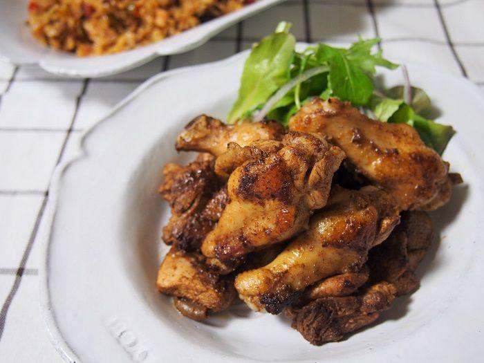 ジャークチキンはスパイシーなジャマイカ料理。スパイスに漬けてフライパンやオーブンで焼きます。 クリスマスや年末 […]
