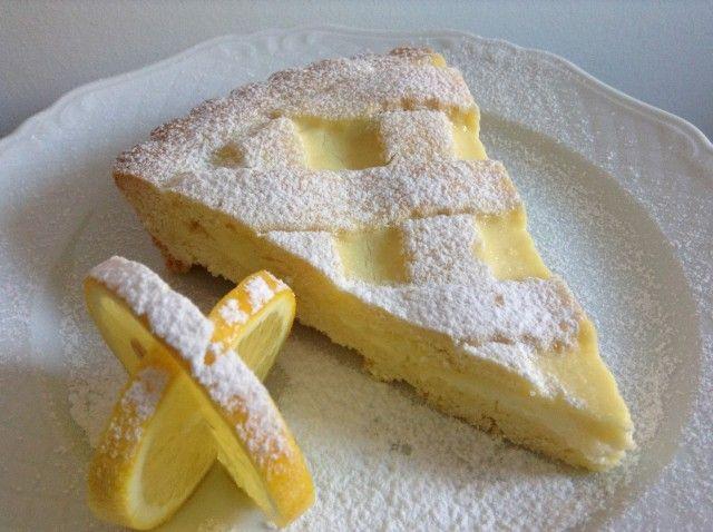 Torta al limone farcita con crema al limone