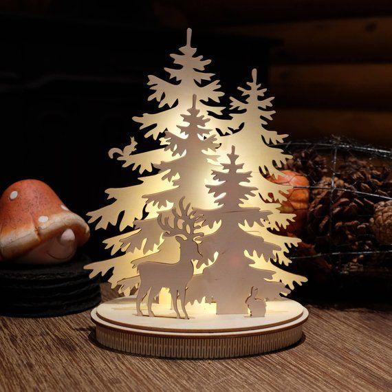 Decoracion De Navidad De Invierno De Bosque Decoracion De Invierno Luces De Navidad Escena De Invierno De Bosque Wooden Christmas Decorations Christmas Decorations Winter Christmas