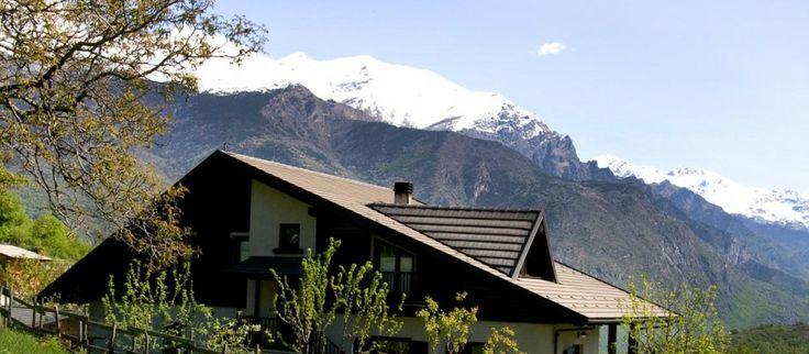 Una casa indipendente, nel verde delle Alpi Olimpiche, affacciata sulla vetta del Rocciamelone.