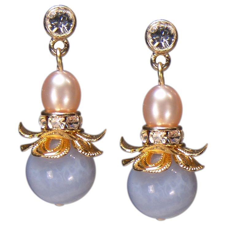 Romantische Ohrringe in Blütenform mit Chalzedon | Perlotte Schmuck
