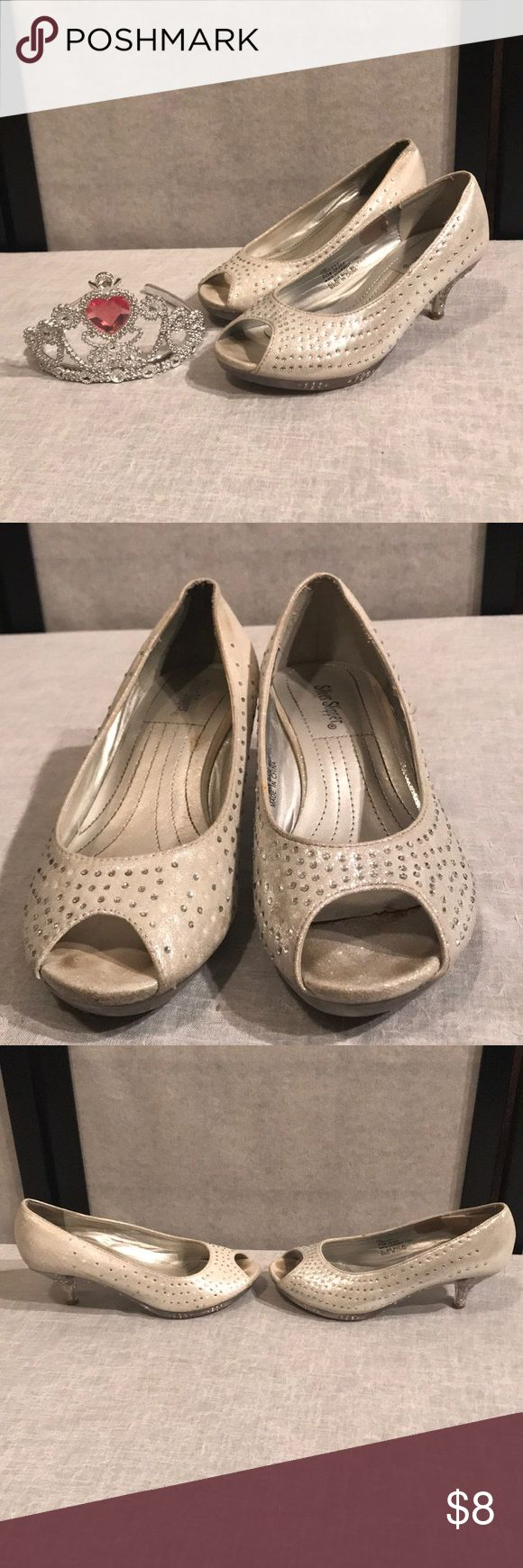 Silver Slipper shimmery silver clear bottom & heel Silver Slipper shimmery silver clear bottom & heel with rhinestone.. missing some stones around shoe, see pic GUC) Silver Slipper Shoes Slippers