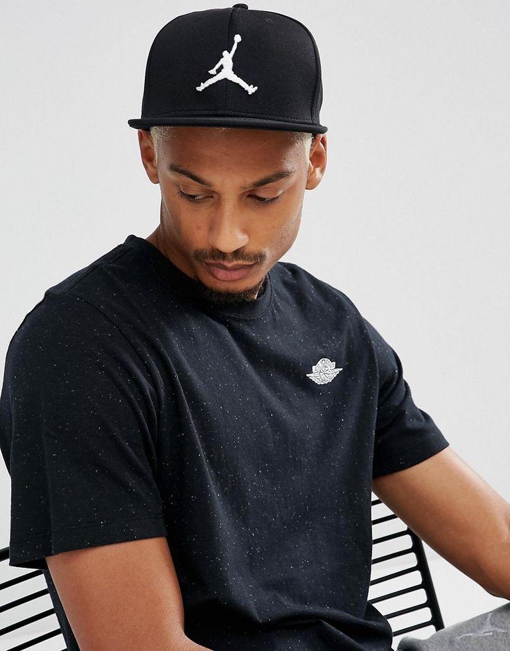 Get this Jordan's cap now! Click for more details. Worldwide shipping. Nike Jordan Jumpman Snapback Cap In Black 861452-013 - Black: Cap by Jordan, Supplier code: 861452-013, Woven fabric, Panelled crown, Eyelet vents, Flat peak, Jordan Jumpman logo, Snapback strap, Wipe with a damp cloth, 100% Polyester. Ever since his game-changing jump shot sealed the 1982 NCAA Championship, Michael Jordan has been setting new standards in scores and style for basketball. After first wearing his original…