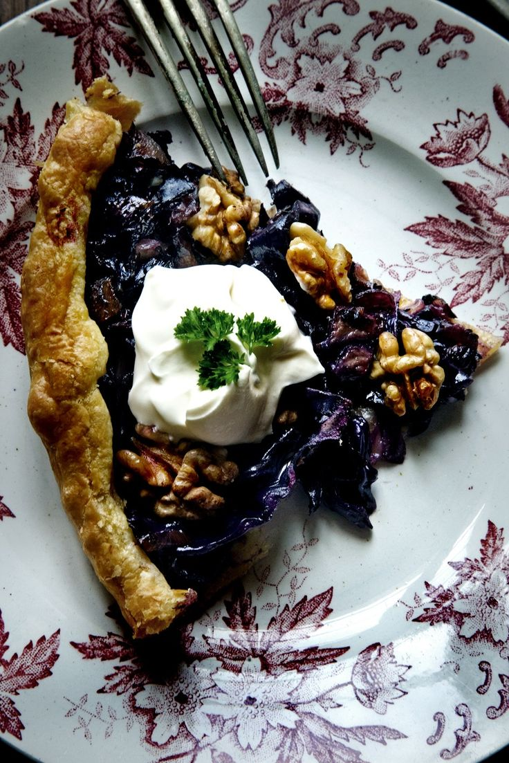 Red cabbage, onion and walnuttartHealth Food, Quiches Tarts, Onions Tarts, Amazing Eating, Foodies Friday, Walnut Tarts, Mimi Thorisson, Dinner Recipe, Recipe Savoury Red Cabbages