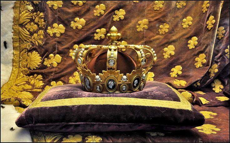 Couronne du roi Louis XVIII - exposée à la Basilique St Denis.