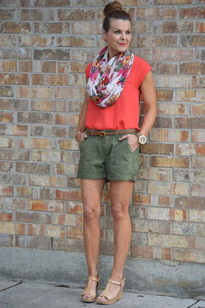 Olive green shorts are a great summer staple! Love this look from @c_carson!