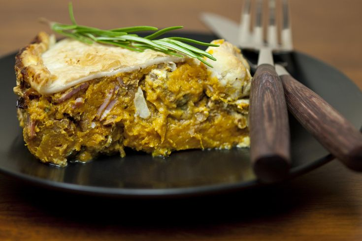 Pumpkin, roasted walnut and blue cheese pie, see recipe at http://www.girafix.net/apps/blog