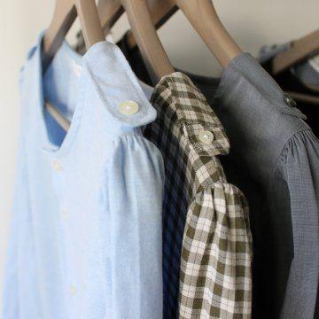 une blouse pour femme cousue dans une chemise d\\'homme