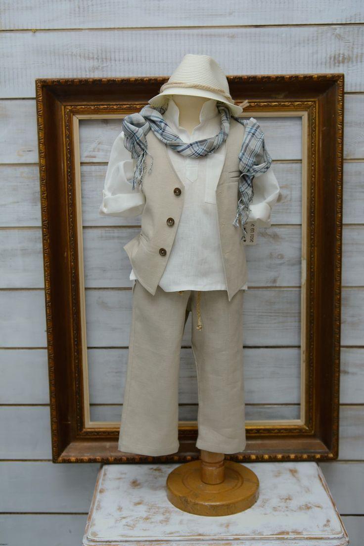 Κουστουμάκι βαπτιστικό για αγοράκι λινό Ελληνικής ραφής . One size κατάλληλο για ηλικία μέχρι 1,5 έτους.  Η τιμή περιλαμβάνει   λινή πουκαμίσα λινό πατελονάκι λινό γιλέκο το καπελάκι της φωτογραφίας το κασκόλ της φωτογραφίας