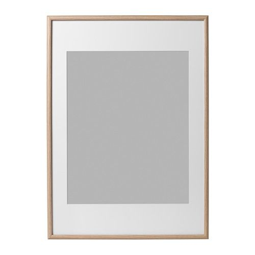 IKEA - MOSSEBO, Wissellijst, 50x70 cm, , Je kan ervoor kiezen je foto op verschillende manieren in te lijsten - dichtbij de voorkant of juist achter de inzet om diepte te krijgen. En met of zonder de meegeleverde passe-partout.Kan horizontaal of verticaal opgehangen worden.PH-neutrale passe-partout; het motief verkleurt niet.Ook te gebruiken zonder passe-partout, voor een grotere foto.Voorkantbescherming van duurzame kunststof, waardoor de wissellijst makkelijker en veiliger te hanteren is.