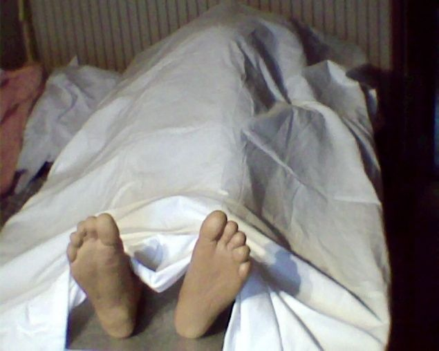Static: Simple body on examination table. Dollar store feet props, white sheets