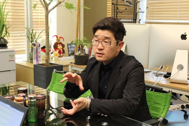 ◇지난 4일 경기도 성남시 포도트리 사무실에서 이진수 대표가 그동안 카카오페이지의 성과에 대해 설명하고 있다. 사진/카카오