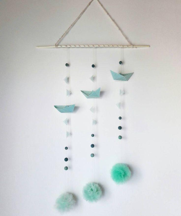 Giostrina per la cameretta e la decorazione della casa con barchetta origami verde menta, bandierine, pompon e perline-regalo bimbi di EffeDetails su Etsy