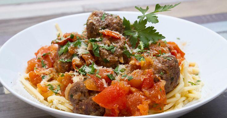 Húsgombócok a'la Mamma - Egy jó adag spagetti, ízletes parmezános húsgombócok, paradicsomszósz...ez a húsgombócok a'la Mamma, ami nem hiányozhat egyik séf repertoárjából sem. Köszönjük olasz konyha, remek kombináció!