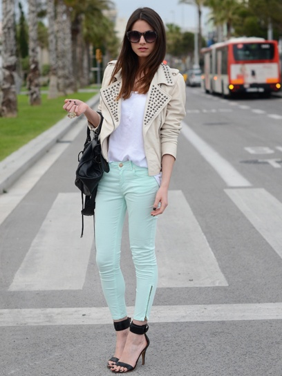 I am absolutely in love with this outfit! Studded jacket and light blue jeans! Fashion Blogger Zina Charkoplia