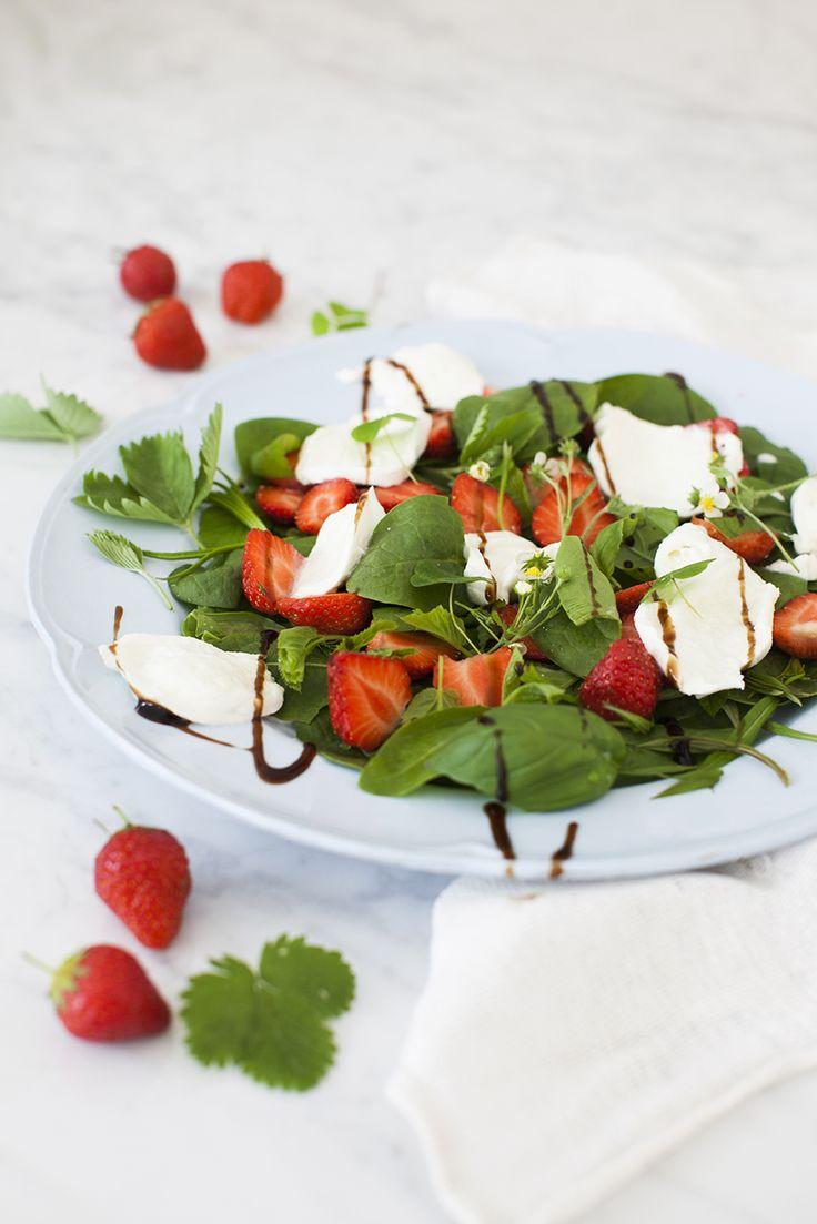 Spenat och jordgubbssallad: http://martha.fi/sv/radgivning/recept/view-93381-5767