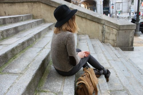 Love the sweater with the suede elbow patches (elbow patch sweater, leather bag)