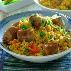 Spicy Boerewors & Rice Mix 1 tablespoon cooking oil 400g boerewors 1 onion, finely chopped ½ green pepper, finely chopped 2 tablespoons Rajah Flavourful & Mild Curry Powder 2 cups rice 4 ½ cups water 2 Knorrox Beef Stock Cubes 4 tomatoes, chopped Fresh parsley, chopped