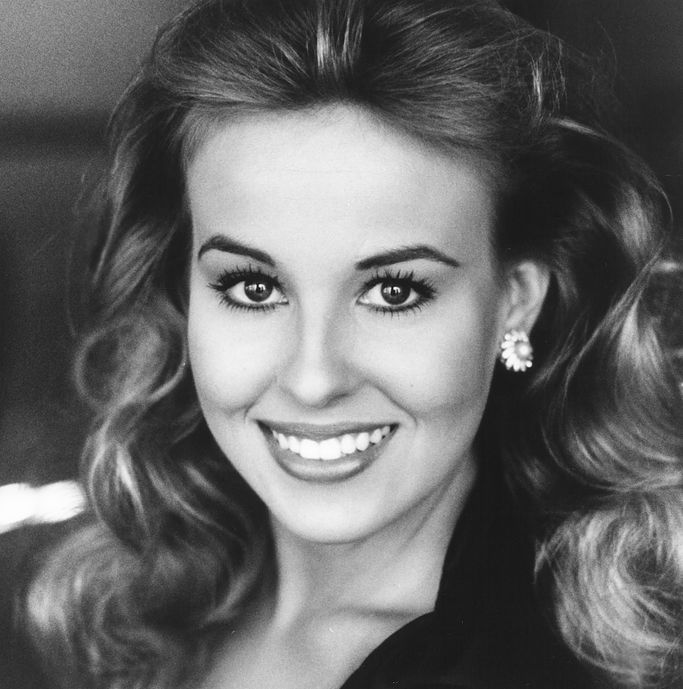 The Official Fansite and Fan Club for actress Genie Francis.