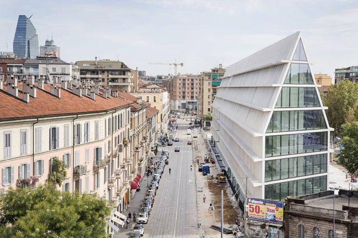 13/12/2016 - Sarà inaugurata oggi a Milano la nuova sede della Fondazione Giangiacomo Feltrinelli, Feltrinelli Porta Volta, primo edificio pubb