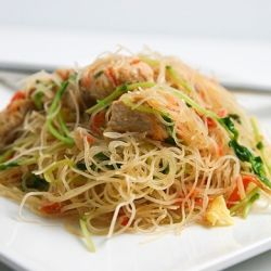 Chicken Pancit (Filipino Noodles) - quick and easy!