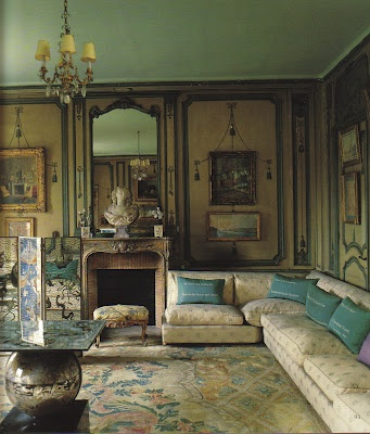 Elsie de Wolfe - Villa Trianon, Blue and cream Louis XVI Savonnerie rug, white sectional sofa, sea blue pillows, gold paneling,