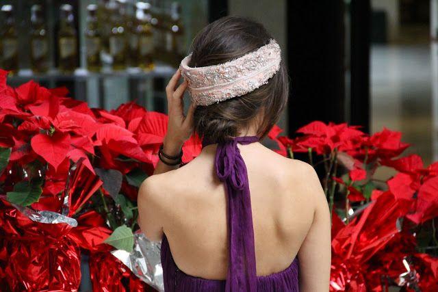 ¿Cuántas fiestas navideñas tienes? Te proponemos los mejores looks según donde vayas. #vestido #Christmas #espalda #largo #morado #headband #diadema #fiesta #fin #año