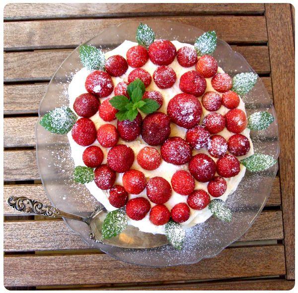 Jordgubbstårta, swedish strawberry cake.