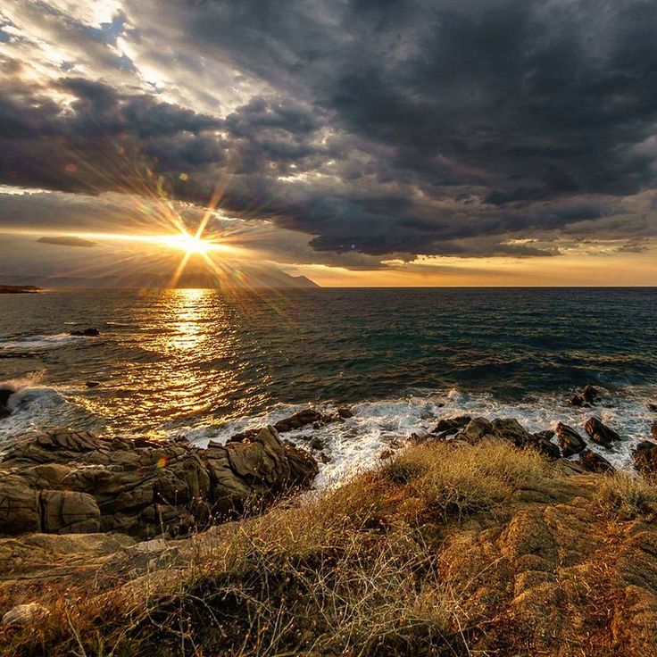 Thank you @vladamagy for that photo!   #Sarti #travelgram #sunrise #Halkidiki