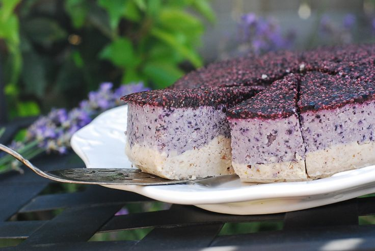 Stunning raw blue berry cheesecake. Really easy to make. Gluten free, grain free, sugar free, dairy free