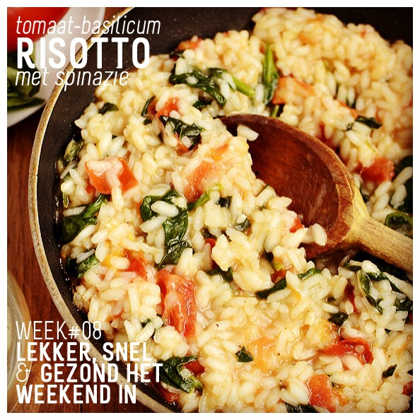 WK 8: Deze week gaan we op de Italiaanse toer met een tomaat-basilicum risotto. Nog wat spinazie erbij en je hebt een heerlijke en gezonde maaltijd op tafel staan.  #tomaten #basilicum #sjalotjes #Parmezaan #risotto *Kristin - http://iowagirleats.com/