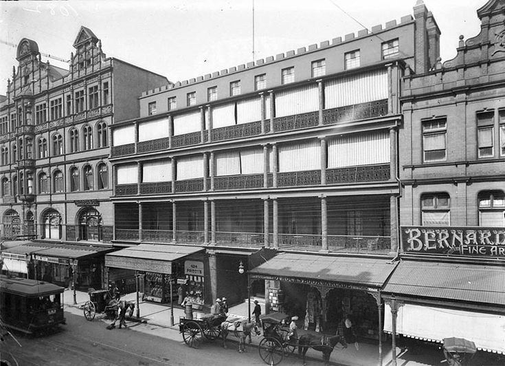 426-428 George St,Sydney with the Royal Hotel and the Dymocks Building in 1910.