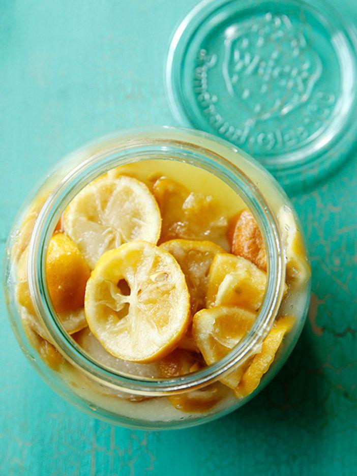 塩とレモンを漬けただけなのに、さわやかなシンプル調味料に|『ELLE a table』はおしゃれで簡単なレシピが満載!