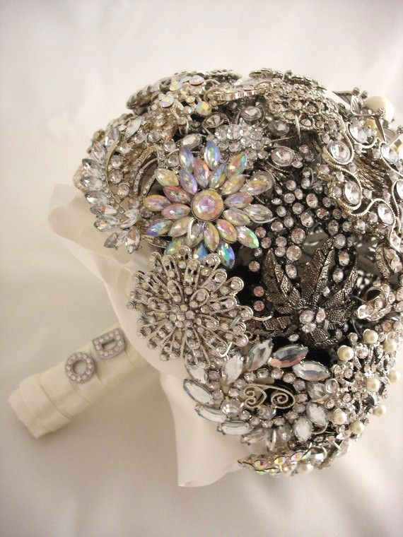 great brooch Bouquet with clear rhinestones