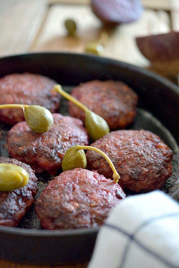 Perinteiset Lindstrominpihvit ovat piristys ruokapöytään niin makunsa kuin värinsäkin puolesta.