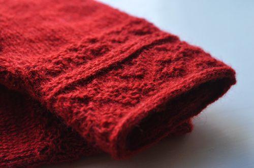Har numera ett par skitvarma tvåändsstickade fingervantar inför nästa vinter. Wålstedts z-tvinnade i superfin röd färg. Kan meddela att det...