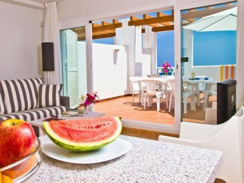 Vista del balcón desde el salón de un apartamento del Pierre & Vacances Mojacar Playa.